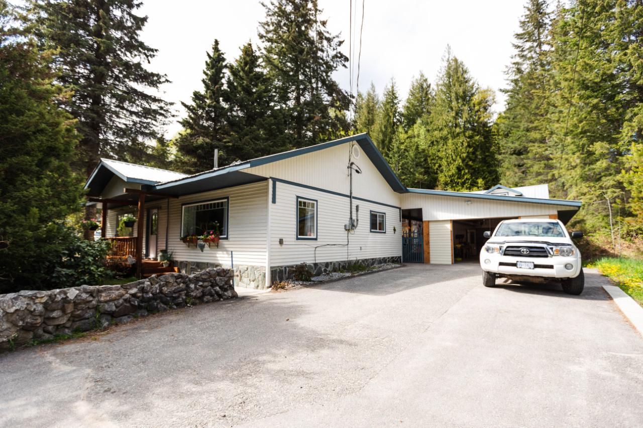 7597-7593 HIGHWAY 3A, Balfour
